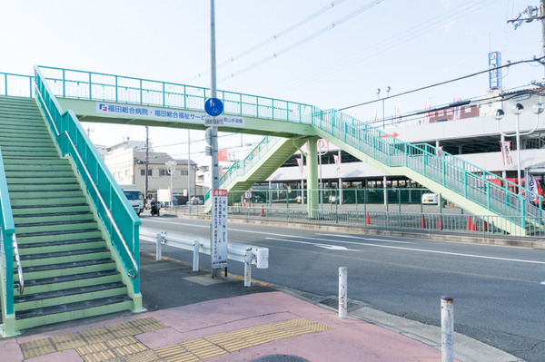 【画像】この「歩道橋」が何かおかしいんだがwwwwwwwwのサムネイル画像