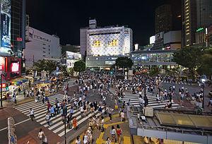 【驚愕】渋谷スクランブル交差点で発生したバイクの「右折事故」が衝撃的すぎる件・・・・のサムネイル画像