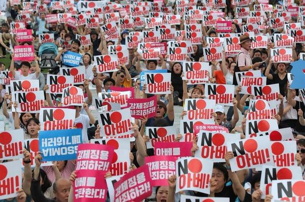 """【衝撃】韓国のGSOMIA破棄で """"韓国民の反応"""" がコチラwwwwwのサムネイル画像"""