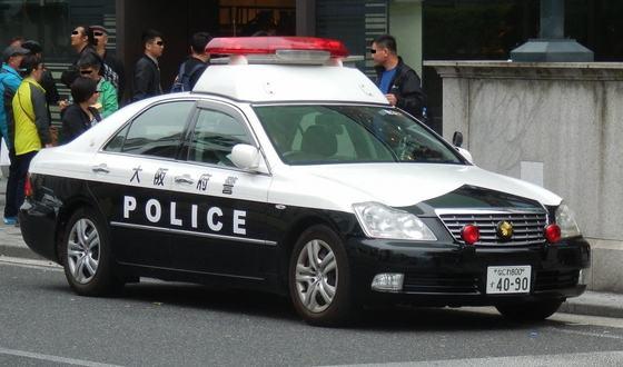 【速報】警官に取り押さえられた会社員、パトカー内で死亡・・・・・のサムネイル画像