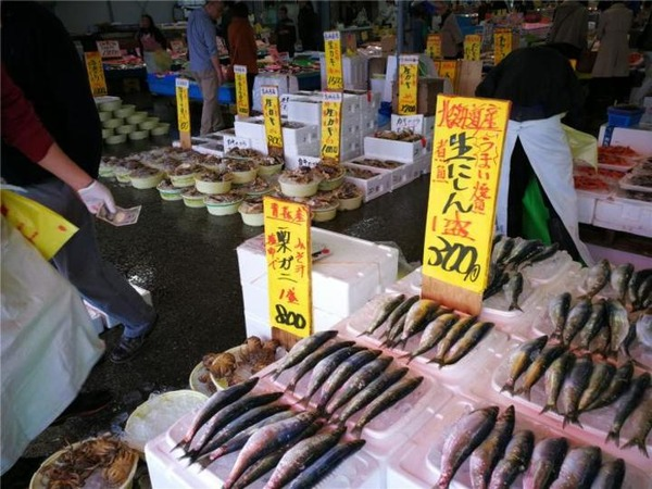 【驚愕】リッチな中国人観光客のウニの食い方wwwwwwwwwwwwwwwwwwwのサムネイル画像