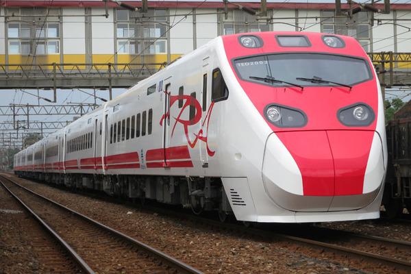 【速報】台湾で特急列車が脱線、死傷者多数!!!→ 画像がガチでヤバい・・・・・