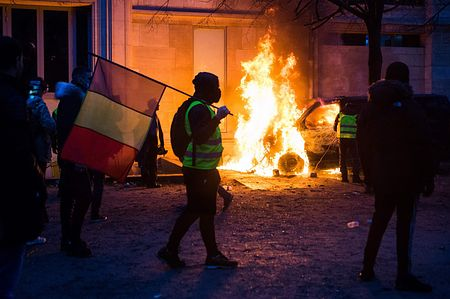 【革命?】パリの大規模デモ、とんでもないことになる・・・・・(※動画あり)のサムネイル画像
