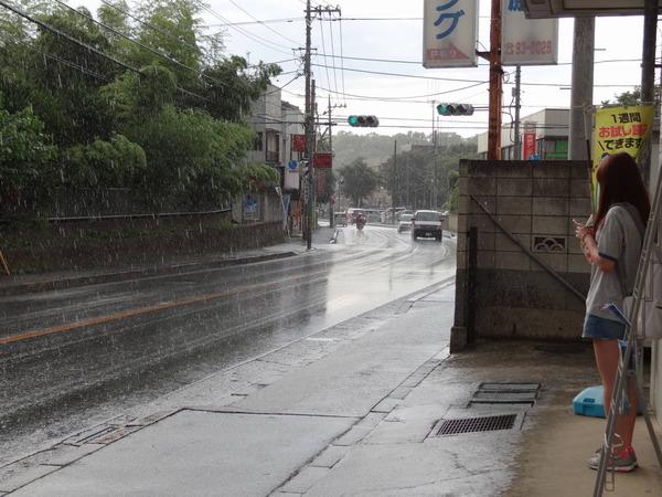 【衝撃】暖かい日、にわか雨が降ったとき。あの「匂い」の正体が判明wwwwwwwwwwwwwwのサムネイル画像