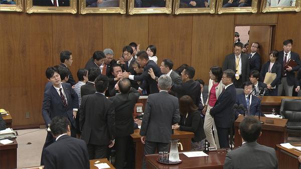 【参院】外国人材受け入れ拡大法案、 可 決 !!!!!!のサムネイル画像