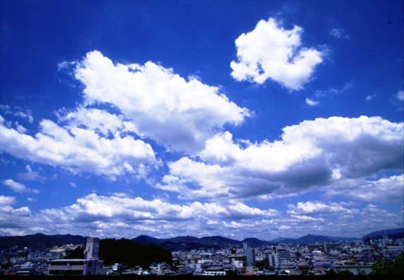 【画像】東京各地で不気味な「雲」の目撃情報が相次いで報告される!!!!!!!!!のサムネイル画像