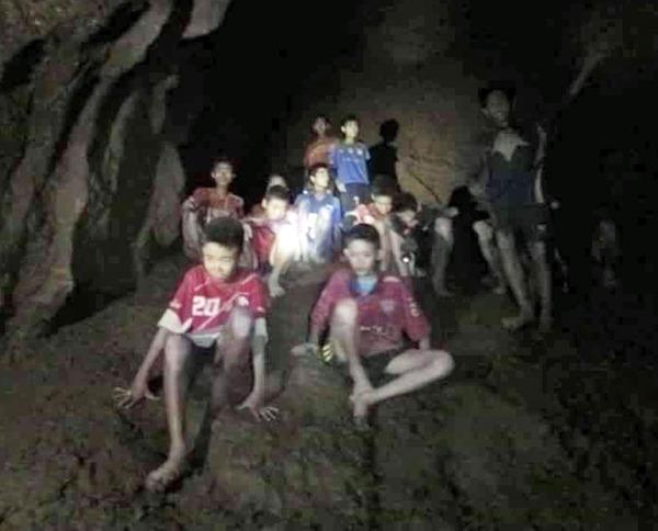 【驚愕】タイ洞窟の少年ら、脱出時に「ある薬」を飲まされていた事が判明・・・・・・のサムネイル画像