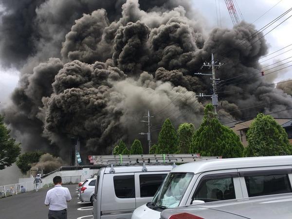 【速報】東京・多摩市に建設中のビル、火災の被害状況がマジでヤバい件!!!!!!!のサムネイル画像
