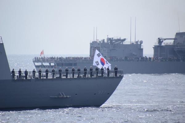 【速報】海自「観艦式」不参加に対し、韓国海軍が声明を発表・・・!!!!!のサムネイル画像
