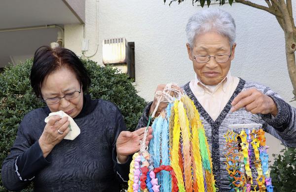 【画像】安田純平さん両親「千羽鶴を折った」→ 韓国式のものが映り込むwwwwwwwwwwwwwwwwwのサムネイル画像