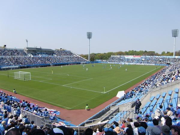 【愕然】横浜FCサポ、豪雨への「黙祷」中にとんでもない行動へ!→ 言い訳がこちら・・・・・のサムネイル画像