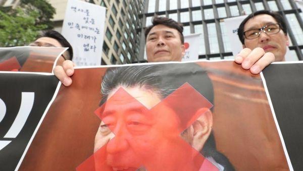 【悲報】韓国さん、ついに「ロウソク集会」へwwwwwwwwwwwwww のサムネイル画像