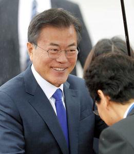 【速報】韓国ムン大統領、関西空港到着!!!!!!!!!
