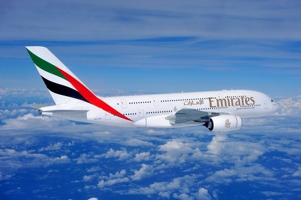 【驚愕】UAEの飛行機内で無料の「ワイン」を楽しんだイギリス人女性の末路がヤバ過ぎる・・・・・