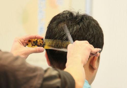 【画像】イギリス人「1000円カットで悲惨な髪型にされた!」→ SNSで大反響wwwwwwwwwwwwのサムネイル画像