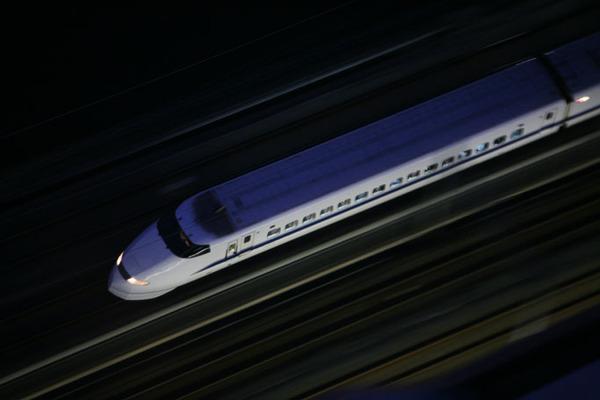 【緊急速報】東海道新幹線の車内で複数人が刺される(※画像あり)のサムネイル画像