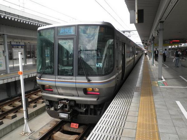 姫路駅に停車する新快速