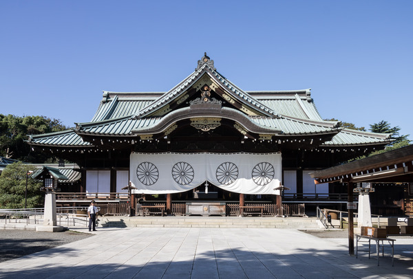 2018_Haiden_(Yasukuni_Shrine)