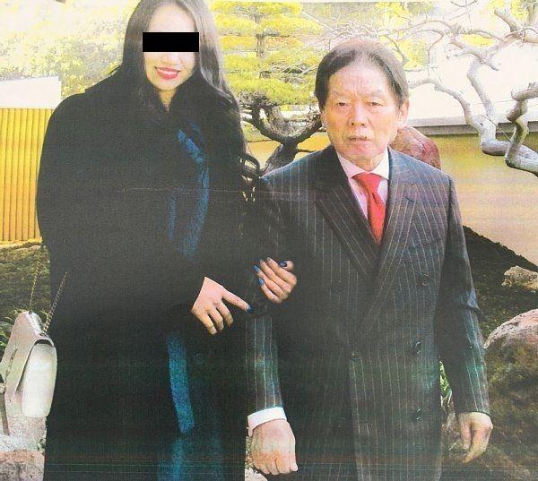 【急展開】「紀州のドン・ファン」55歳下の妻と家政婦、家宅捜索されるのサムネイル画像