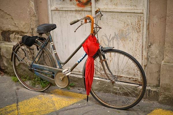 【注意】ハンドル周辺に傘をさげて電動自転車に乗っていた女性の末路・・・のサムネイル画像
