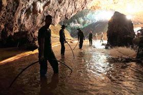 【速報】タイ洞窟、救出作戦完了!!!!!!!のサムネイル画像