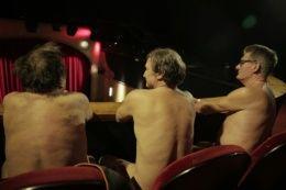 【衝撃】出演者も観客も「全員全裸」の演劇が初上演wwwwwwwwwwwwwのサムネイル画像