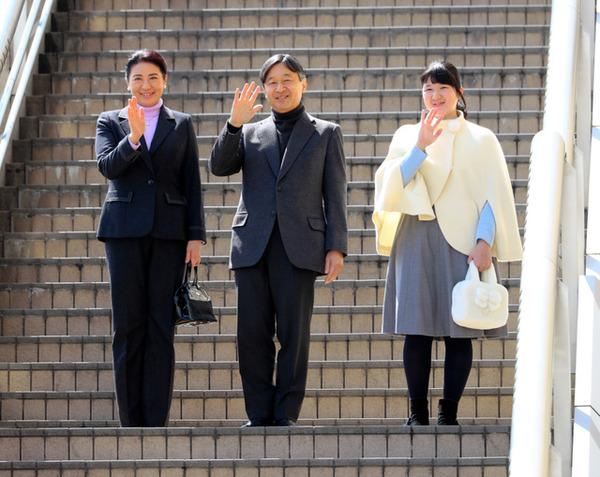"【愕然】朝日新聞「これからの天皇が""共感""を得るには?」→結果wwwwwwwwwwwwwwwwwwwwwのサムネイル画像"