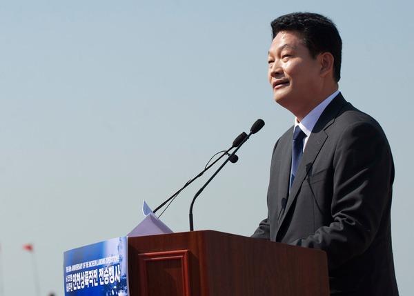 【愕然】韓国与党「天皇は訪韓したがっている。訪韓させてあげようではないか」→内容がwwwwwwwwwwwwwwwwのサムネイル画像