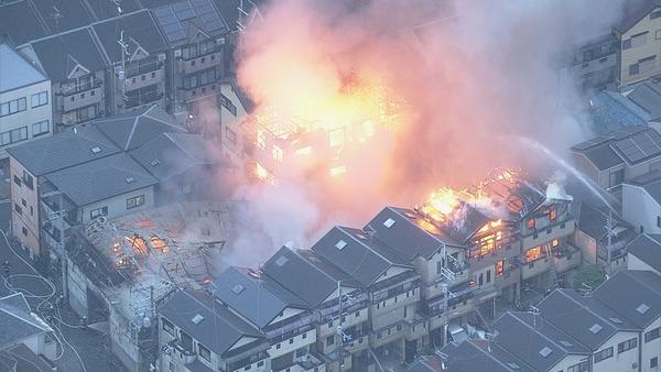 【映像あり】大阪のウレタン工場で大規模火災!!!→周辺の民家に延焼へ・・・・・のサムネイル画像