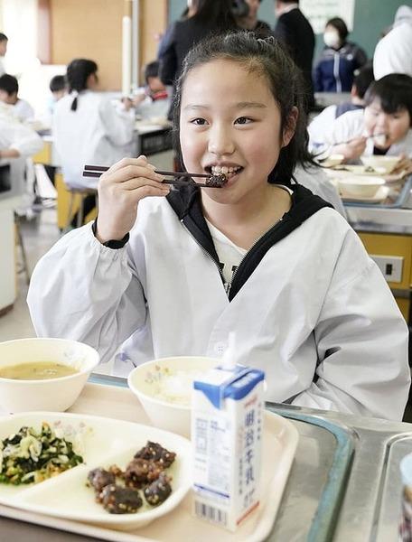 【画像】学校給食に鯨キタ━━━━(゚∀゚)━━━━!! → 児童の感想がwwwwwwwwwwwwwwwwwのサムネイル画像