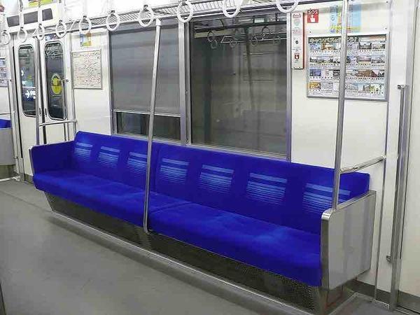 【衝撃】女さん、地下鉄の列車内で「誕生日パーティー」を始めてしまう → その結果wwwwwwwwwwwwwwwww