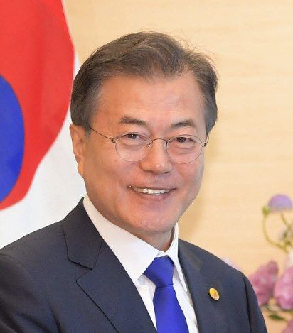 【速報】韓国の文大統領、緊急記者会見へ!!!!!!!!!!!!!のサムネイル画像