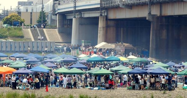 【緊急】約100人が多摩川河川敷でBBQ!!!→ とんでもないことになる・・・・・のサムネイル画像