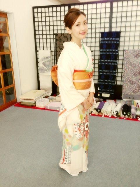 【画像】紗栄子、着物の着方を間違え炎上→写真反転してました→鬼女、全力で釣られるwwwのサムネイル画像