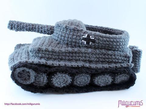 戦車型のスリッパがとっても可愛い!!!キュート!!!2ch「足が痛そう」【画像あり】のサムネイル画像