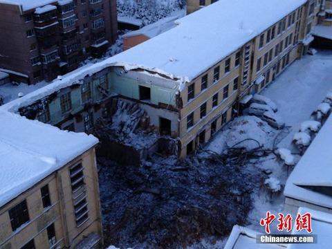 中国で建物が吹雪によって一部倒壊した画像がすごい2ch「吹雪で壊れる家ってなんだ」【画像あり】のサムネイル画像