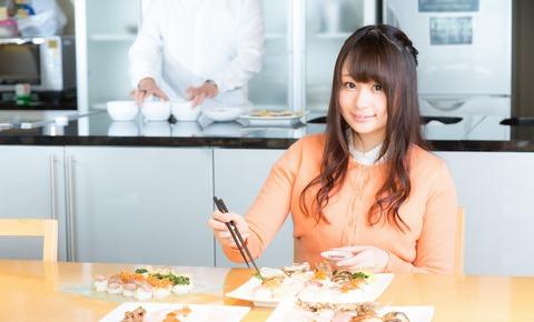 食レポ中の人気女性アナウンサー