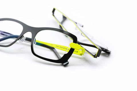 theo-black-yellow