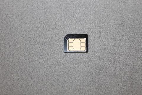 NanoSIMカードをMicroSIMカードに変換