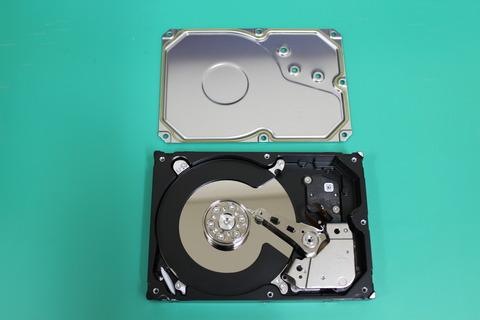廃棄ハードディスク開封