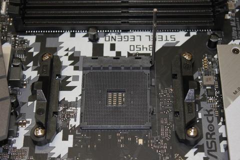 CPUソケットのレバーを上げる