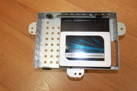 元のハードディスクマウンタ上にSSDをセット