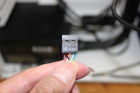 PCケースフロントパネルからのHD-AUDIOケーブルをマザーボードへ