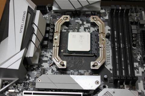 AMD用マウンティングプレート取り付け