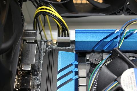 8/4ピンEPS/ATX12Vコネクタケーブルを接続完了