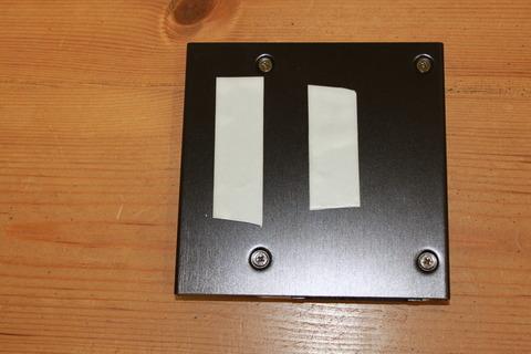 2.5-3.5インチ変換マウンタ HDM-27にセットし、両面テープ貼る