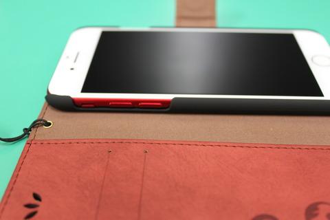 iPhone7 RED に手帳型ケース
