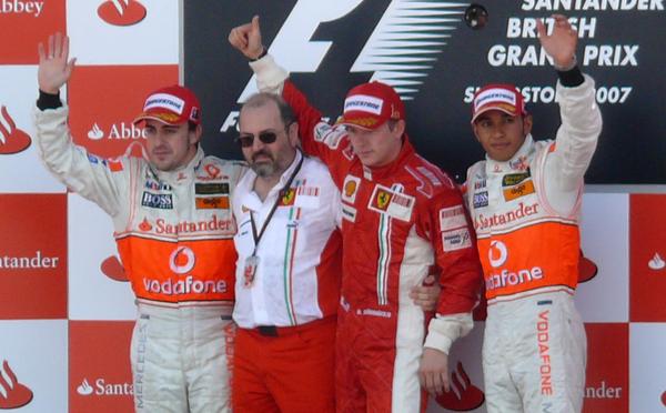 2007年F1イギリスGP:優勝キミ・ライコネン(フェラーリ)、2位フェルナンド・アロンソ(マクラーレン)、3位ルイス・ハミルトン(マクラーレン)