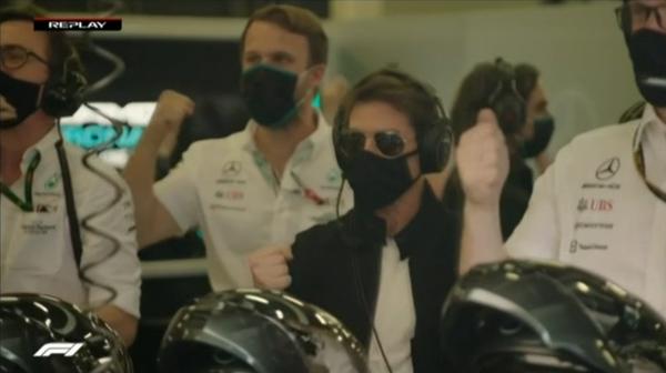トム・クルーズ、ガッツポーズ、メルセデスのガレージ:2021年F1イギリスGP