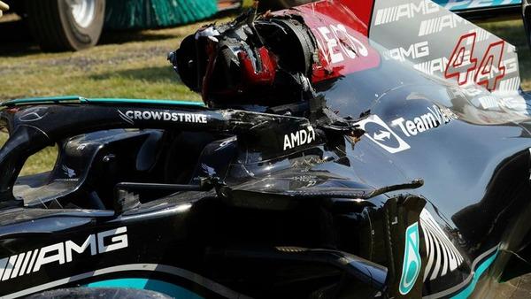 ルイス・ハミルトンのF1マシン、マックス・フェルスタッペンがタイヤが乗り上げた後の状態::2021年F1イタリアGP